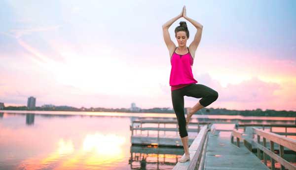 beneficios del yoga bikram