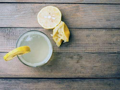 beneficios del agua con limon y bicarbonato