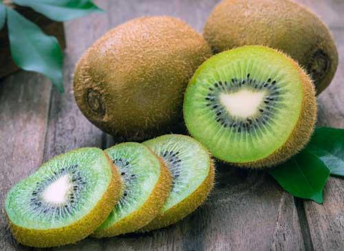 comer kiwi de noche