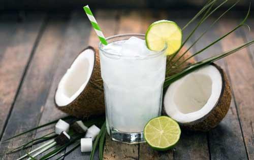 beneficios de tomar agua de coco
